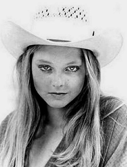 17 year old Jodie Foster in Carny