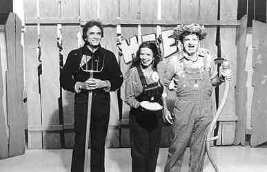 June Carter, Johnny Cash and George Lindsey on Hee Haw