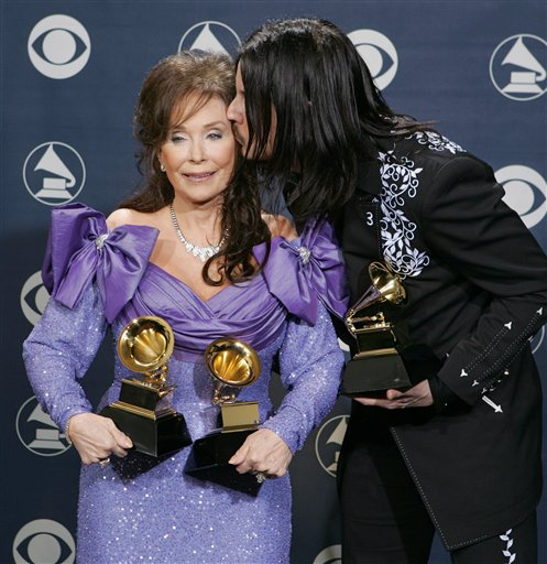 Jack White kissing Loretta Lynn