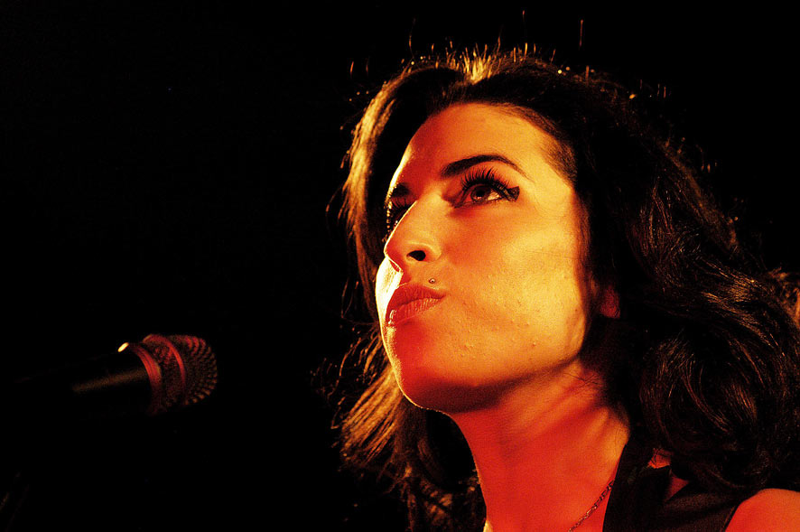 Amy Winehouse on the mic
