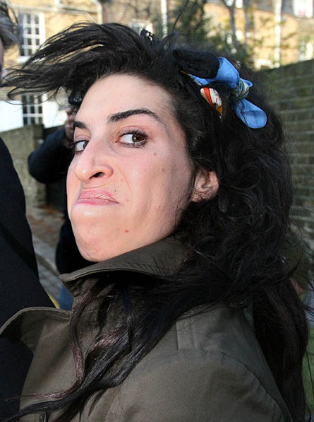 http://www.morethings.com/pictures/music/amy_winehouse-270.jpg