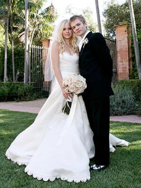 Avril lavigne and deryck whibley on their wedding day