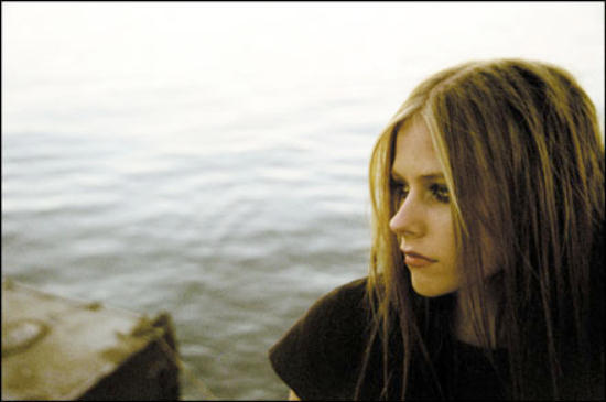 Avril Lavigne by the seaside